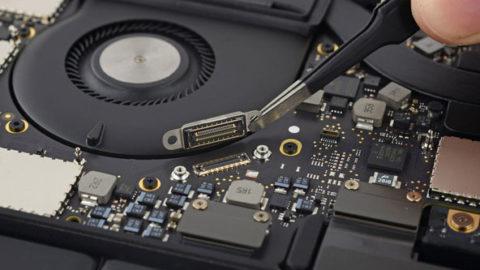iFixit: Konstrukcja nowego laptopa MacBook Pro z panelem Touch Bar nie pozwala na przeprowadzanie skutecznych napraw.