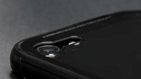 Pierwszy na świecie szklany case dla iPhone'a 7 w kolorze czarnego onyksu.