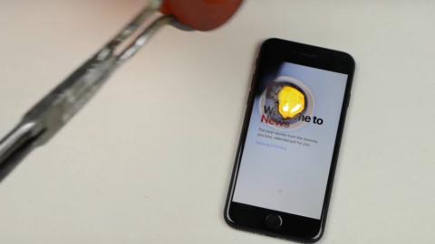 iPhone 7 nie przeszedł testu wytrzymałości na roztopione złoto.