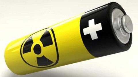 """Naukowcy stworzyli """"wieczną"""" baterię z odpadów jądrowych i diamentów."""