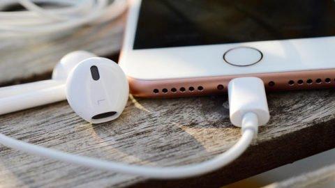 """Dlaczego bateria w iPhonie 7 może """"umrzeć"""" już za rok?!"""