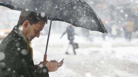 Dlaczego iPhone szybko rozładowuje się na zimnie i co z tym zrobić?